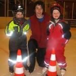 Marcel med killar från skridskoskola